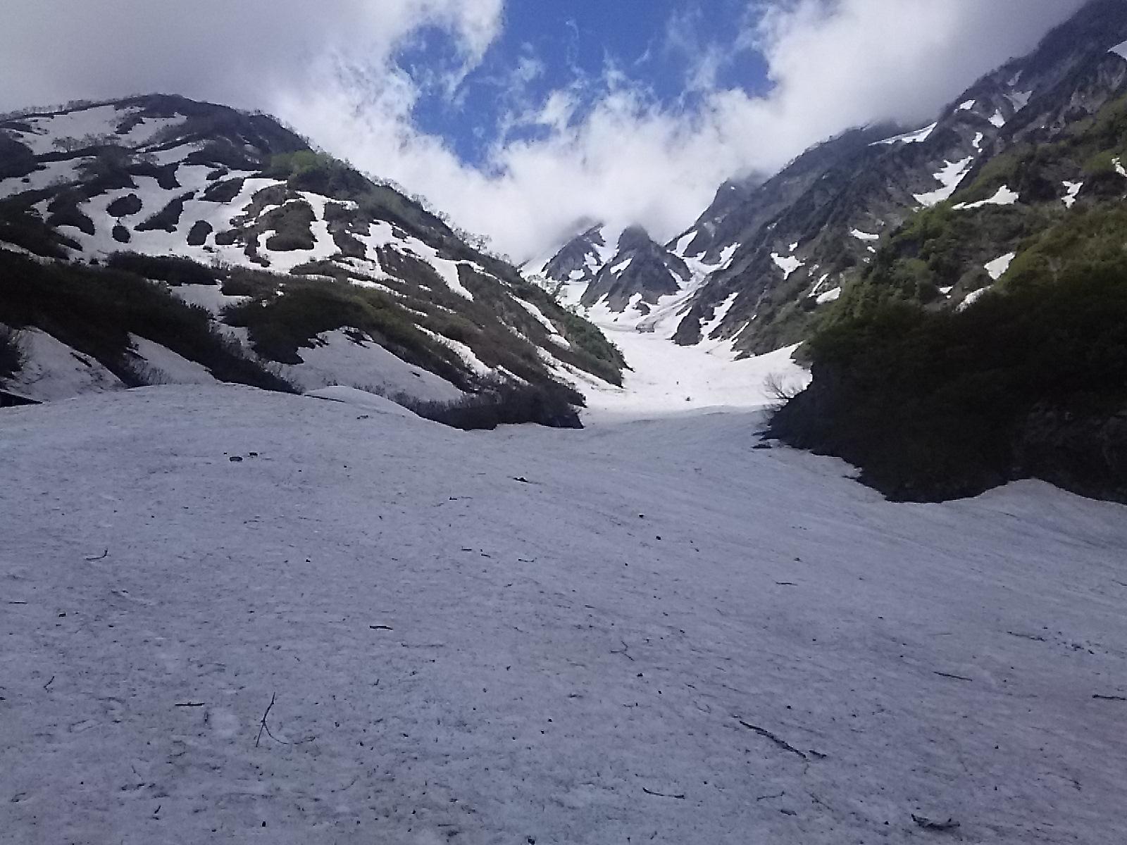 6月、白馬大雪渓です。